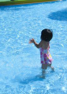 子どもとプール